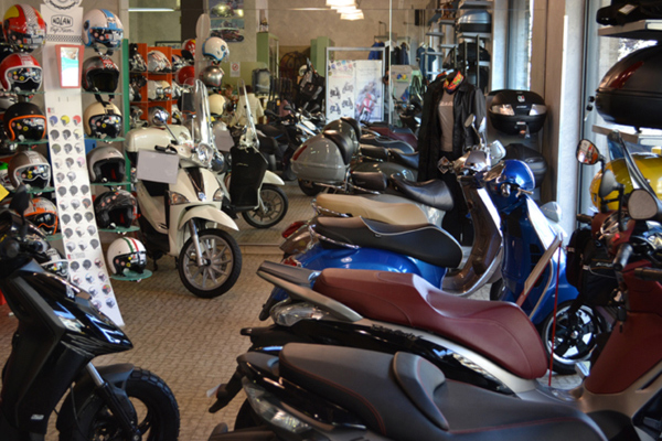 L'esposizione Vespa e scooter Piaggio