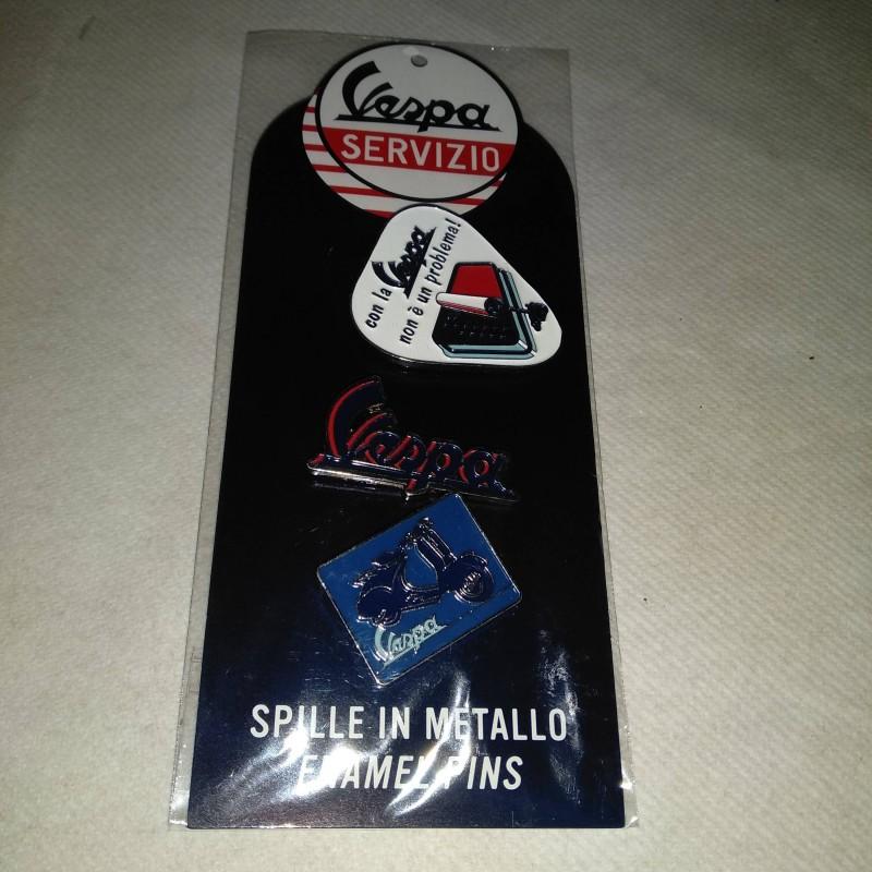 Set Spille tema comunicazione Vespa Servizio. Blister in cartoncino 7x17 con 3 spillette Vespa
